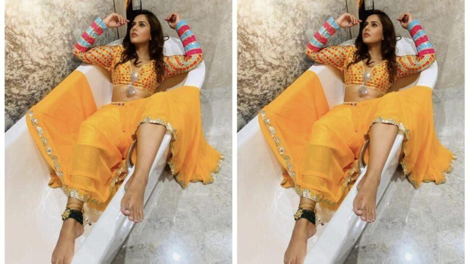 Look at Dalljiet Kaur's traditional looks