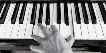 pinion music