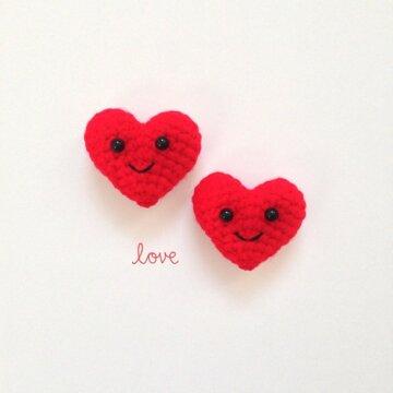 kırmızı kalp emojisi